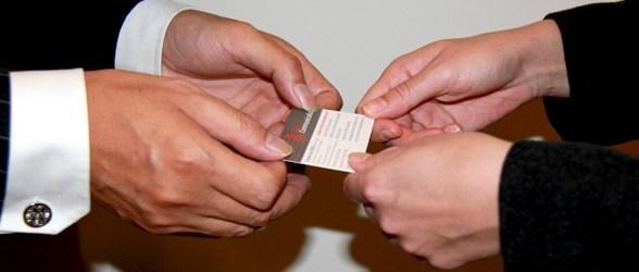 In name card giá rẻ tphcm - văn hóa trao name card -1