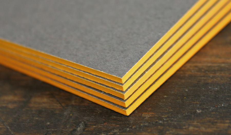 in nhanh name card phủ viền màu vàng 4 cạnh