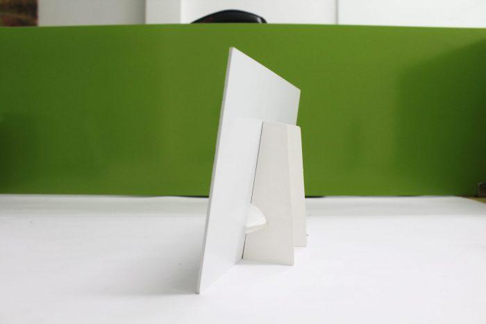 Khung hình giấy để bàn mặt nghiêng